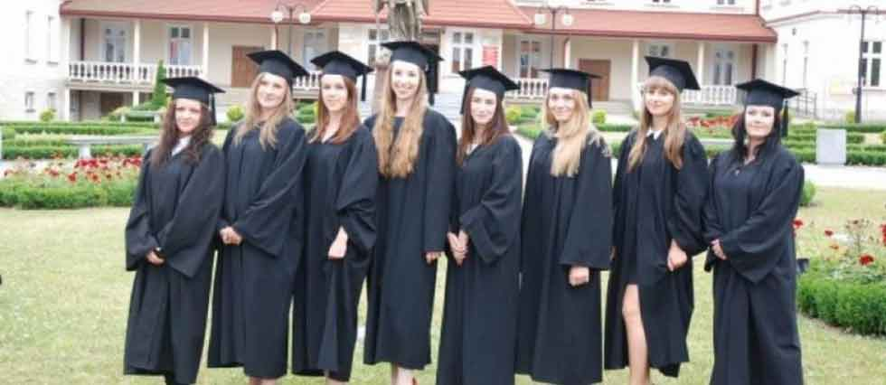 Polish girls and teens - something about education in Poland. School and home.